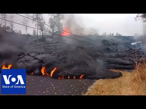 Hawaii volcano spews plume of ash, could blow again