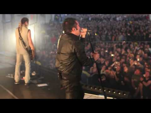 "Nine Inch Nails ""I'm Afraid Of Americans"" (David Bowie cover) Live @ Toronto 2009"