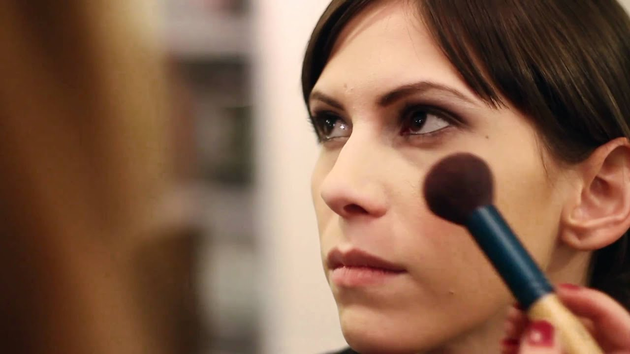 How to Apply Professional Makeup : Tips on How to Apply ...