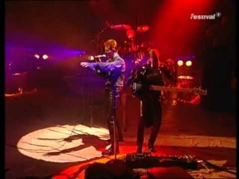 David Bowie - The Voyeur Of Utter Destruction (As Beauty) mp3 indir