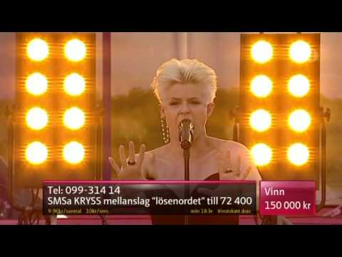 Robyn - Dancing on my own (live 2010) Best quality