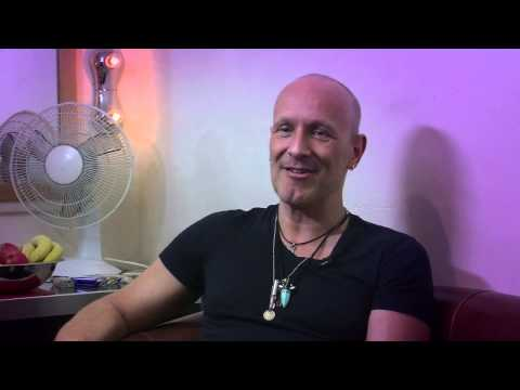 Def Leppard guitarist Vivian Campbell reveals all about life with lymphoma in this rocking film!