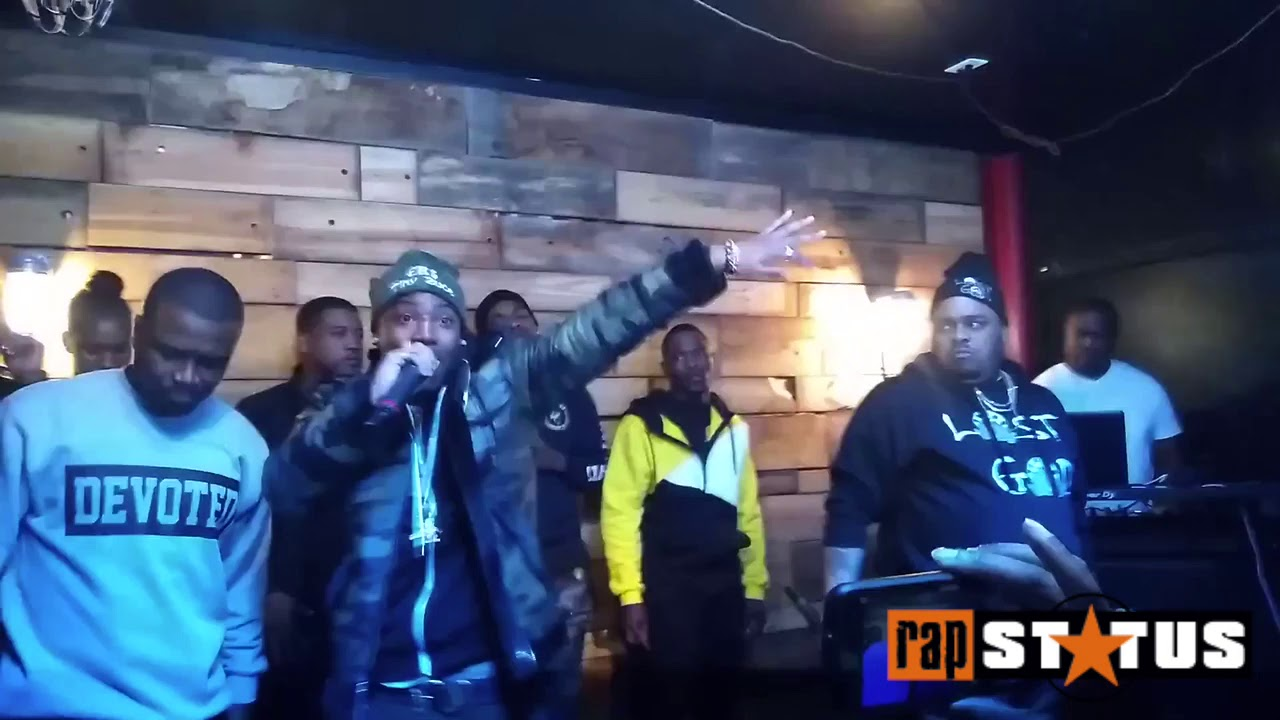 eb-tiny-2uce-premeirs-pretty-lil-bish-for-the-1st-time-live