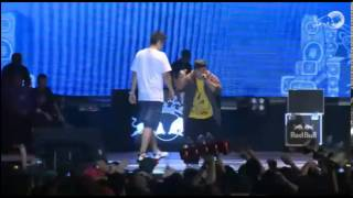 Repeat youtube video Jonny B Vs Chuty Semifinal Mundial Red Bull Batalla de los Gallos 2013