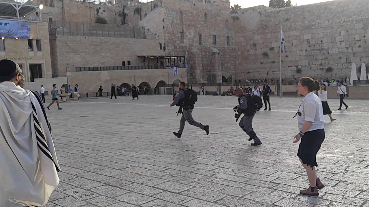פיגוע דקירה בירושלים: שני פצועים בהם אחד במצב קשה  מחבל דקר הבוקר גבר כבן 50 סמוך לשער שכם ופצע אותו