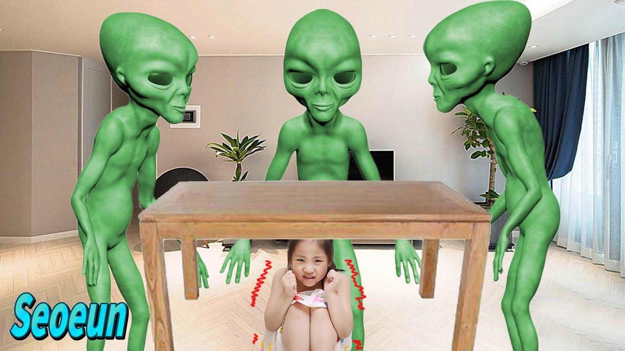 क्या वो एलियन है? सौवण एलियन गुब्बारों के साथ छुपन-छुपाई खेलती है