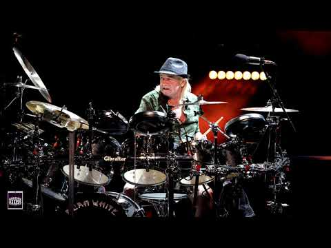 BackstageAxxess interviews Alan White  of YES.