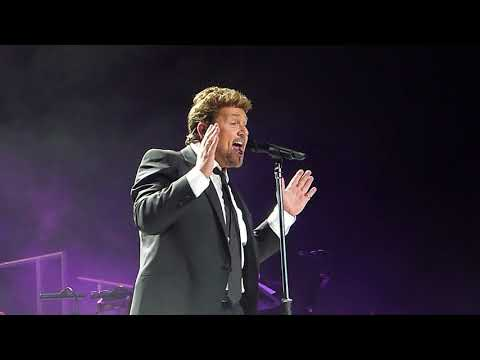 Michael Ball 'You Can't Stop The Beat' Leeds Arena 08.12.17 HD
