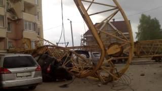 На жилой дом упал башенный кран(На дом №188/4 по улице Ленина упал башенный кран Подробности ..., 2013-05-26T18:55:51.000Z)
