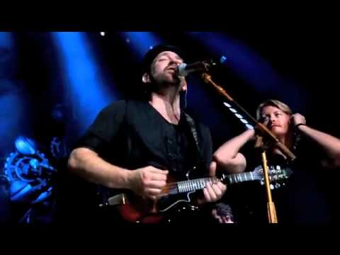 Sugarland and Little Big Town cover Marc Cohn's Walking in Memphis (Live)