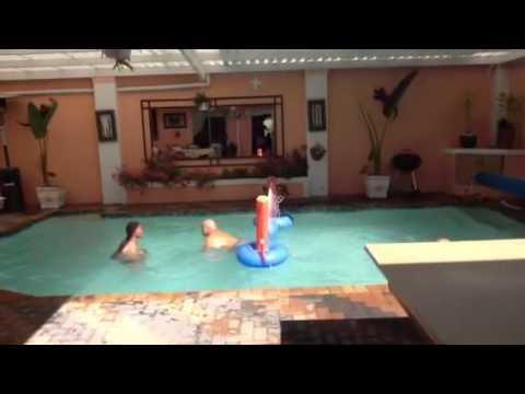danny mandean playing vollyeball with oscar