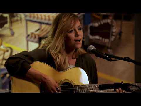 "Lindsay Ell ""Waiting On You"" Museum Sessions"