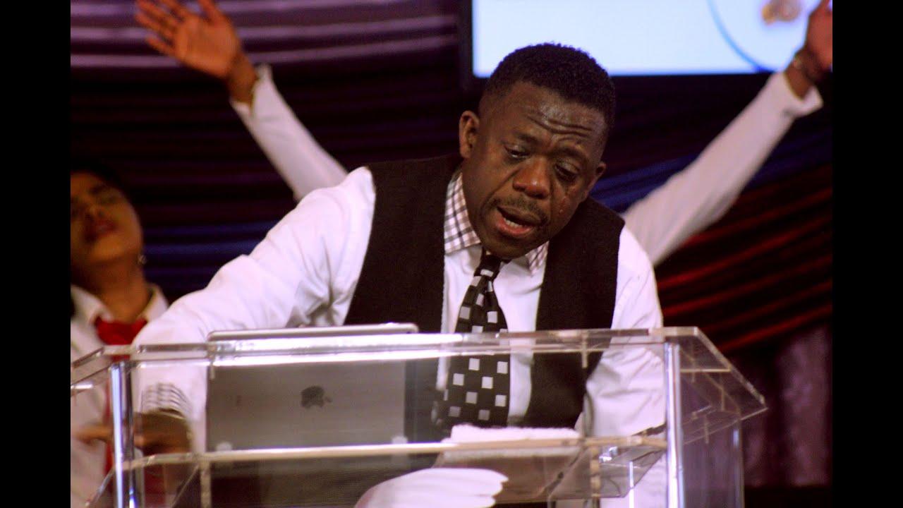 Bishop Benjamin Dube praying in tongues - YouTube