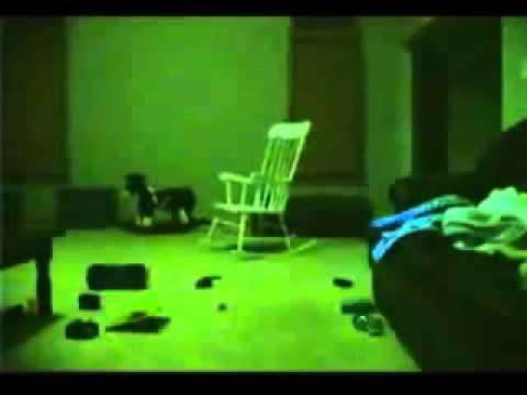 La chaise qui bouge toute seule youtube for Chambre qui fait peur