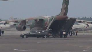 遺体を入間基地に搬送 空自機墜落、身元確認急ぐ
