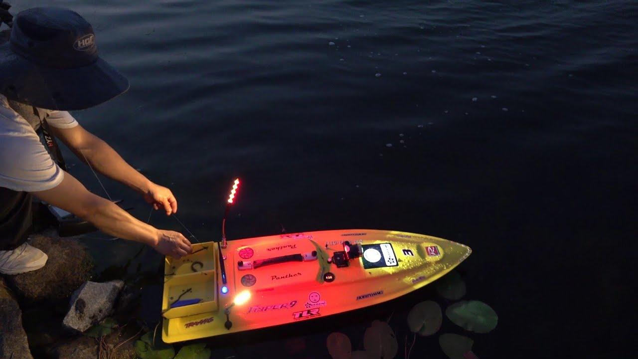RC 보트로 민물장어를 잡는다고? 최첨단 장비를 사용해서 장어를 잡는다! eel fishing