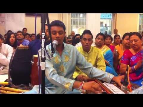 Jhoola Jhoole Re Nandalal - Ravi Mishra