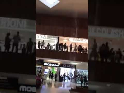 Robin Jones - This Band Played the 'Titanic' Theme While a Mall Was Getting Flooded