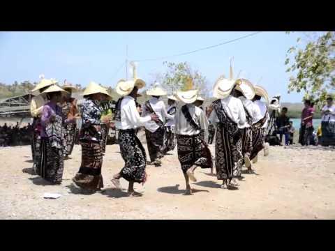 Tarian Kebalai oleh Kebak Ina Bo'i di Fiulain, Pulau Rote