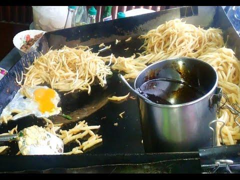 Phnom Penh street food, popular afternoon snacks, street fried short noodles