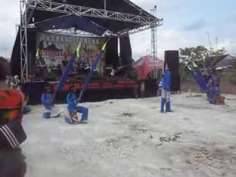 Upacara adat musik 2 warna mapag Bupati Ciamis