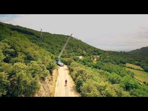 Transport d'une pale d'éolienne à Saint Georges-les-Bains