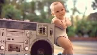Bebês dançando a música Metralhadora da Banda Vingadora