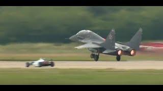 Formula 3 vs. MiG-35 Fighter Jet at MAKS 2017 Airshow