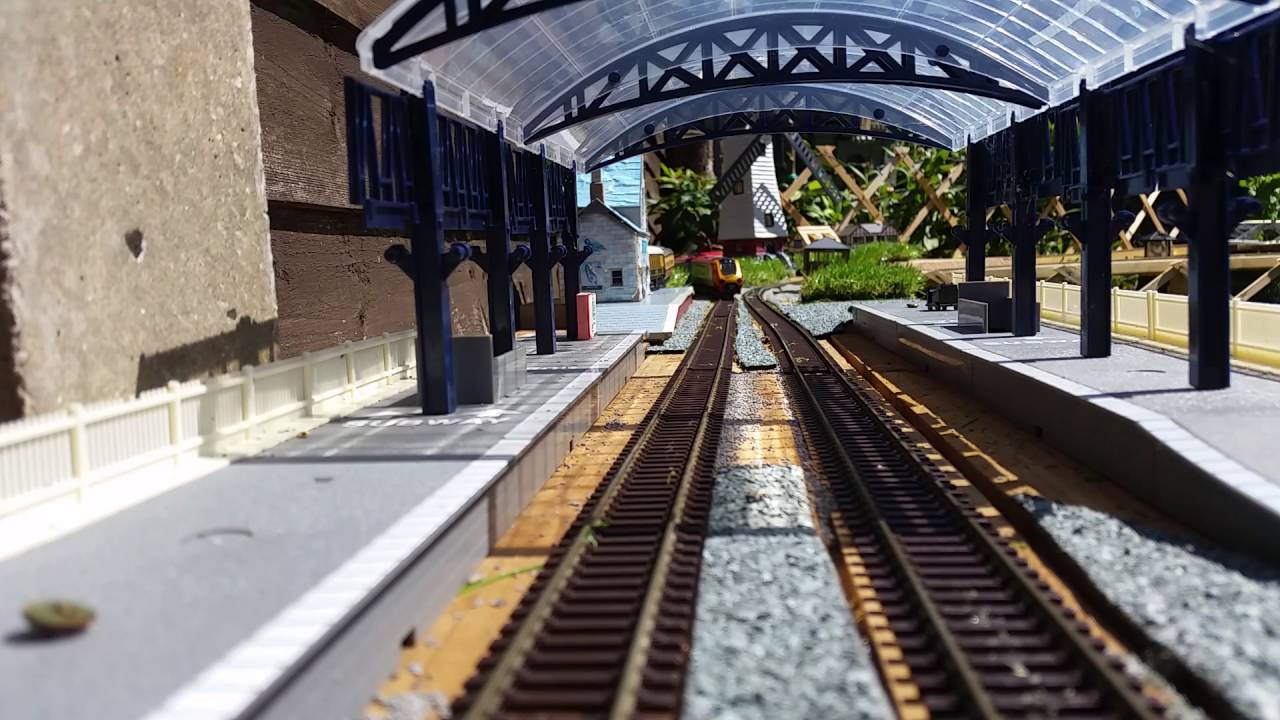 Delightful 00 Gauge Garden Railway Virgin High Speed Train