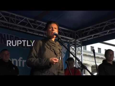 Die Waffen nieder! Friedensdemo in Berlin 08.10.2016 Sahra Wagenknecht - Bananenrepublik