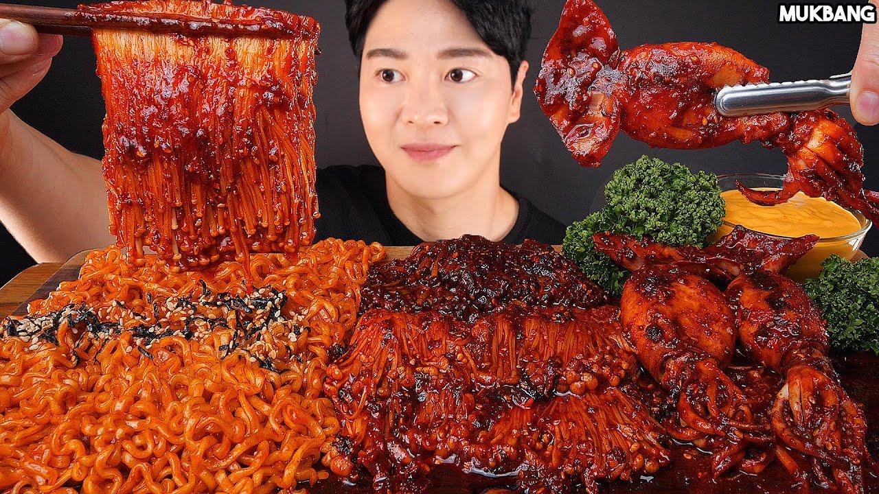 ASMR MUKBANG   SPICY SQUID 🦑 MUSHROOMS FIRE NOODLE SEAFOOD EATING 불닭볶음면 오징어 볶음 팽이버섯 소스 듬뿍! 먹방