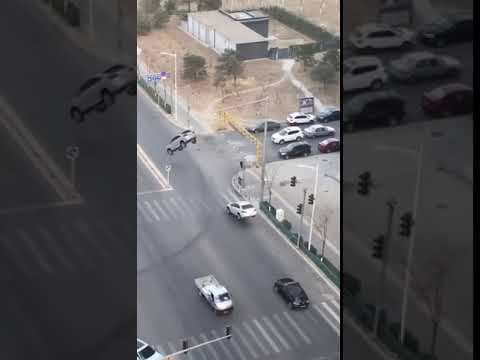New:Cars levitate is China!Shocking!