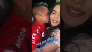 JORGITO EL GUAYACO besa a una hermosa chica