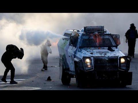 شاهد | مواجهات عنيفة بين الشرطة ومتظاهرين في الذكرى الثانية لاحتجاجات تشيلي  - 07:53-2021 / 10 / 19