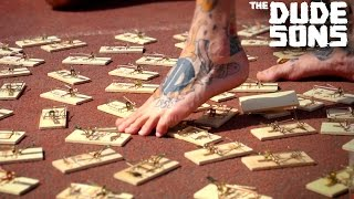 Download Video BAREFOOT MOUSETRAP TRACK Challenge - The Dudesons MP3 3GP MP4