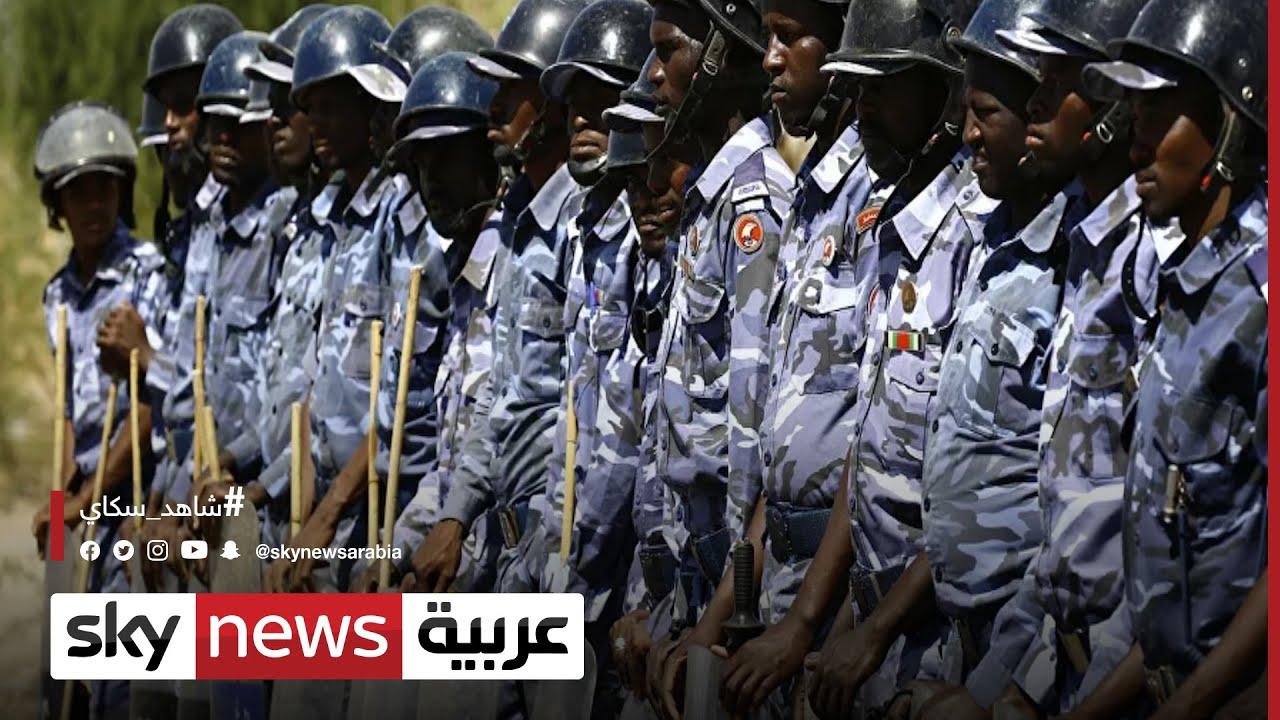 السودان.. الشرطة تستخدم الغاز المسيل للدموع لتفريق -معتصمي القصر- | #مراسلو_سكاي
