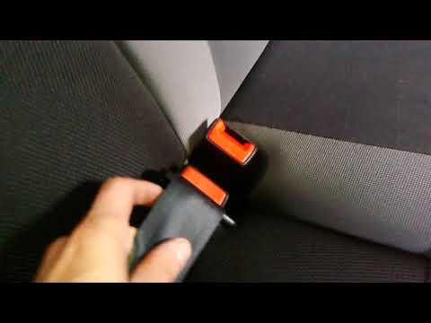 Видео: Как вытащить задний ремень безопасности Ford Focus, Форд Фокус?