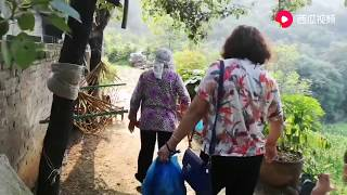 【盧保貴視覺影像】58歲的二姑娘一大早就來看老娘了,看看94歲的老太太高興勁?