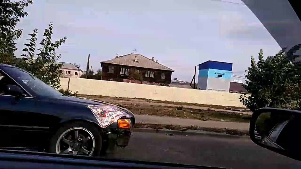 3 дек 2016. В сети появилось видео, на котором запечатлена новогодняя елка, рухнувшая на припаркованные автомобили в улан-удэ. На кадрах ролика видно, как огромная наряженная вечно зеленая красавица накрыла своим телом три иномарки istana, honda и subaru legacy. По предварительным.