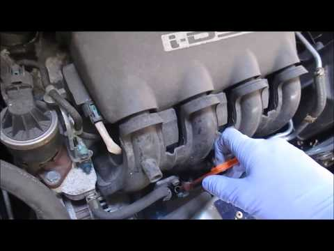 A guide on how to change the oil and oil filter on a Honda Jazz 2007
