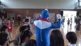 2014年けんぎゅうまつりの盆踊り練習会にて。 フェスティバルきよし師匠がリアルドラえもんに変身。 昨年よりバーションアップしております。
