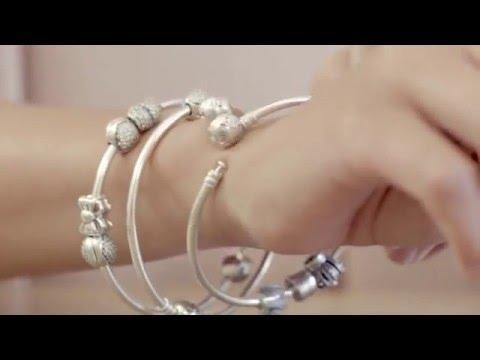 Модный тренд  несколько жестких браслетов на одной руке