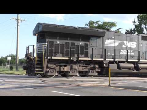 Norfolk Southern #3640 gets to Wellington Rd just as the gates come down. 7/26/17