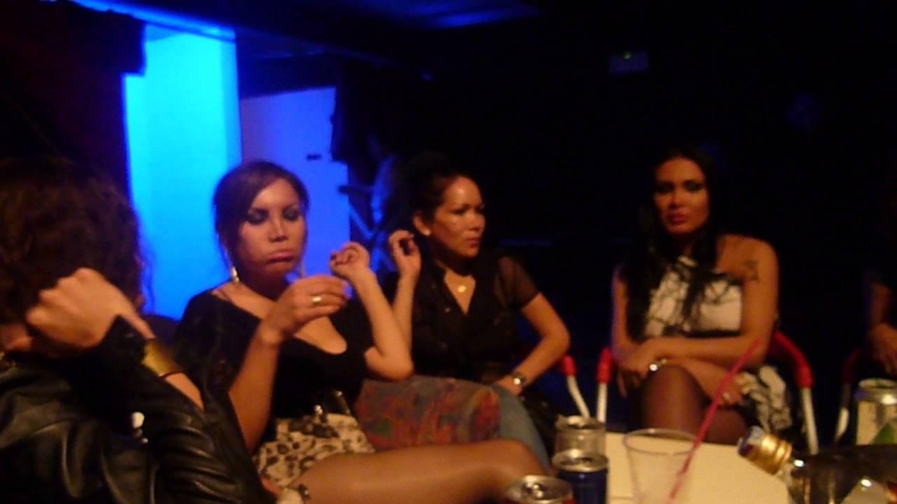 Transexuales peruanas en discoteca de milano italia youtube for Alex el bueno jardin prohibido