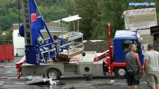 26.08.2011 Siegen: LKW umgekippt