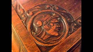 В старом доме, северная Испания - Детали и мебель, резьба(В старом доме, северная Испания - Деревянные детали и мебель, резьба. Массивные украшения из металла., 2014-07-29T14:23:15.000Z)