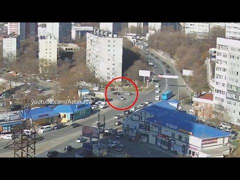 Astakada Владивосток ДТП 14 ноября 2018 ул. Жигура ул. Котельникова  Toyota Sienta и Toyota Cami