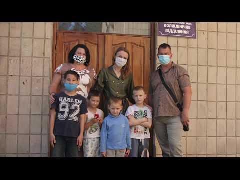 ТРК ВіККА: Пацієнти дитячого відділення тубдиспансеру отримали подарунки від черкаських опозиціонерів