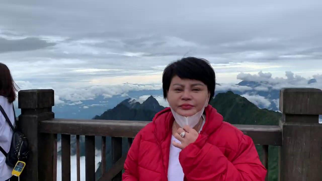 Lê Giang Leo Núi Xém Bị Xỉu Nhưng Vì Cảnh Đẹp Nên Tỉnh Để Chụp Hình