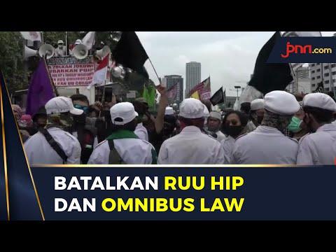 Massa Demo di DPR Tuntut RUU HIP dan Omnibus Law Dibatalkan